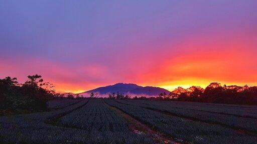 Vista del atardecer del Volcán Turrialba