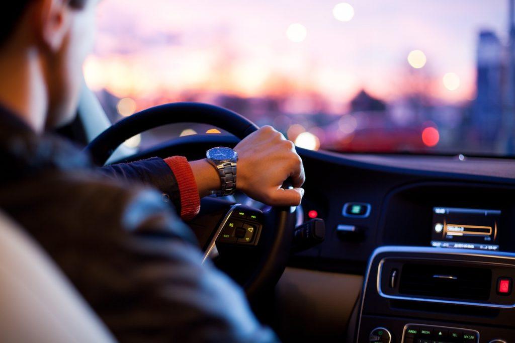 Malos-habitos-al-conducir