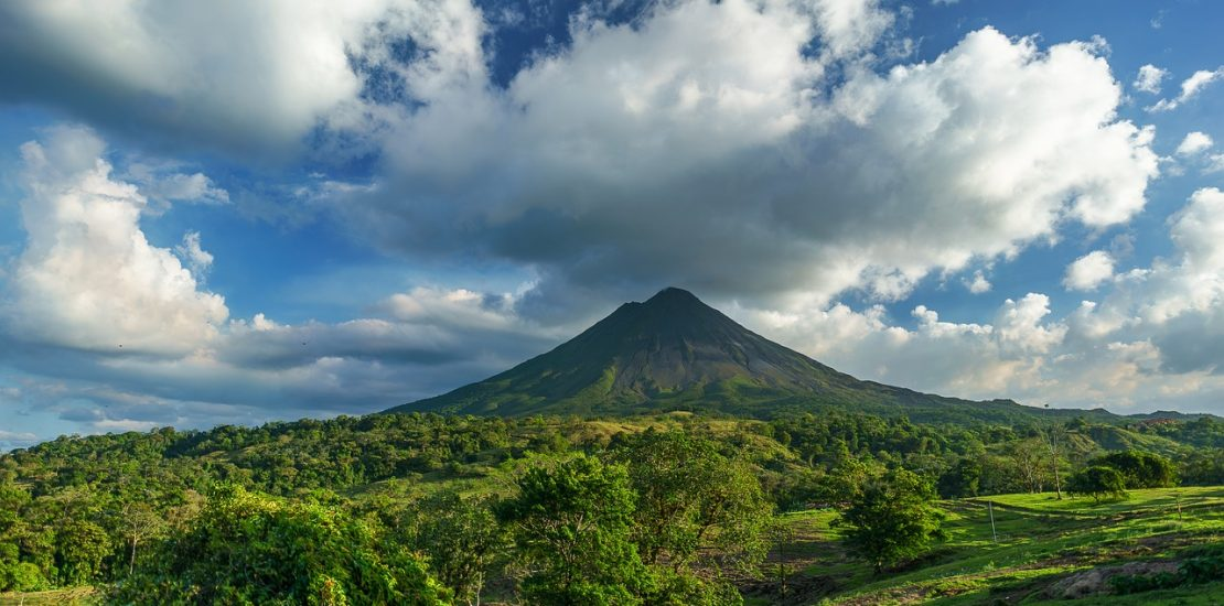 Volcanoes to visit in Costa Rica with Adobe Rent a Car