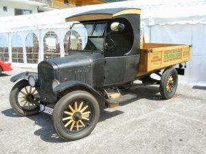Vehiculos 2048 x 1536 1 300x225 - El Pick up. Otro vehículo que puede contratar en Renting